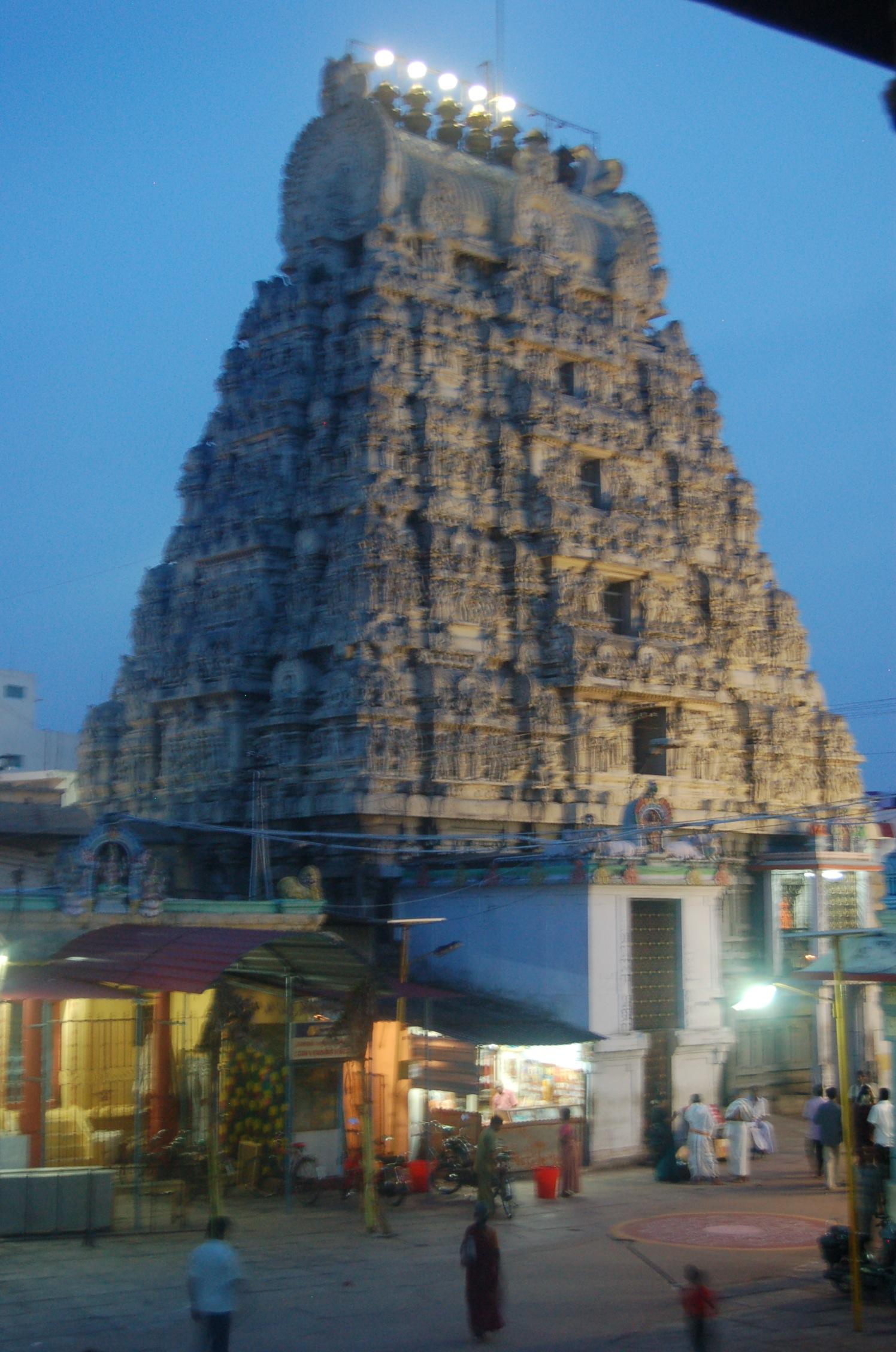 Kanchipuram, Kamakshi og Padavettamman (Mariyamman)