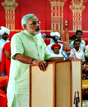 Modi_Dharmakul_Vandana_Mahotsav. AroundTheGlobe. wikimediacommons (1)