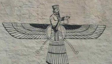 Zoroastrismen har gjort sitt inntog i Norge. Dette zoroastriske symbolet, en faravahar, er malt på en husvegg nær Pilestredet i Oslo.