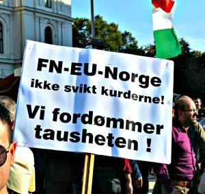 Kopi av Kurdisk demonstrasjon mot IS på Jernbanetorget. Fotograf Hans Olav Arnesen