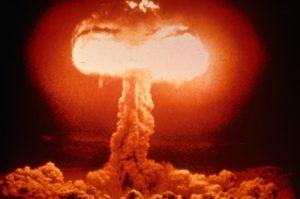 Ingenting slår atomvåpen som et uttrykk for guddommelig misnøye - Wikimedia Commons.