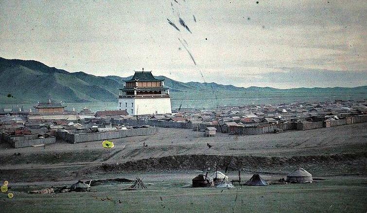 Urga, slik den mongolske hovedstaden så ut på von Ungern Sternbergs tid. Bildet er tatt i 1913. Kilde: Wikimedia Commons.